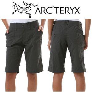 Arc'Teryx Parapet Long Shorts in Dark Grey